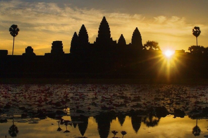 Angkor Wat in the sun at sunset