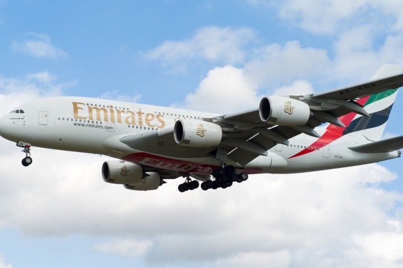 passengers plane airbus a380 fly emirates