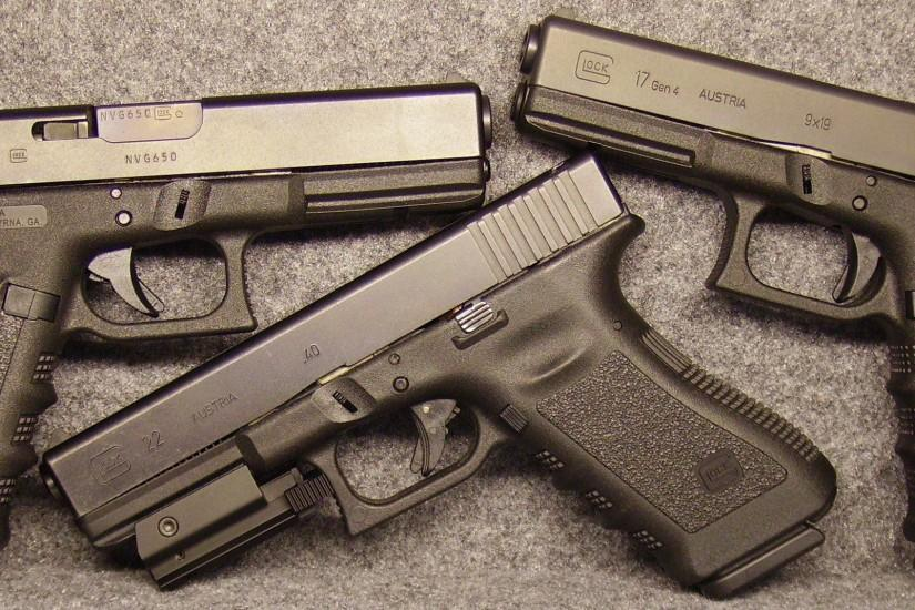 <b>Glock</b> 17 Semi Automatic <b>Pistol Wallpaper