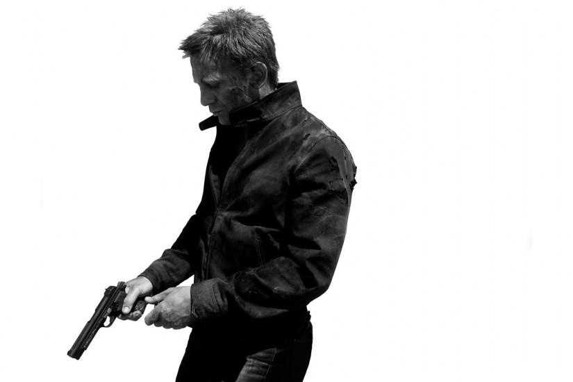 James Bond 007 Skyfall White Handgun BW Daniel Craig dark weapons guns .