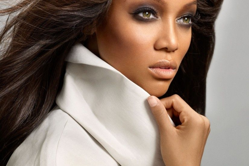 Tyra Banks Removes Age Limit For Applicants On America's Next Top Model -  Tomi's Colour Pavilion