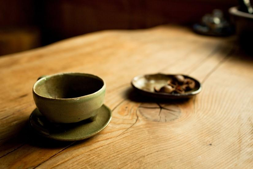 Cup on wooden table wallpaper background