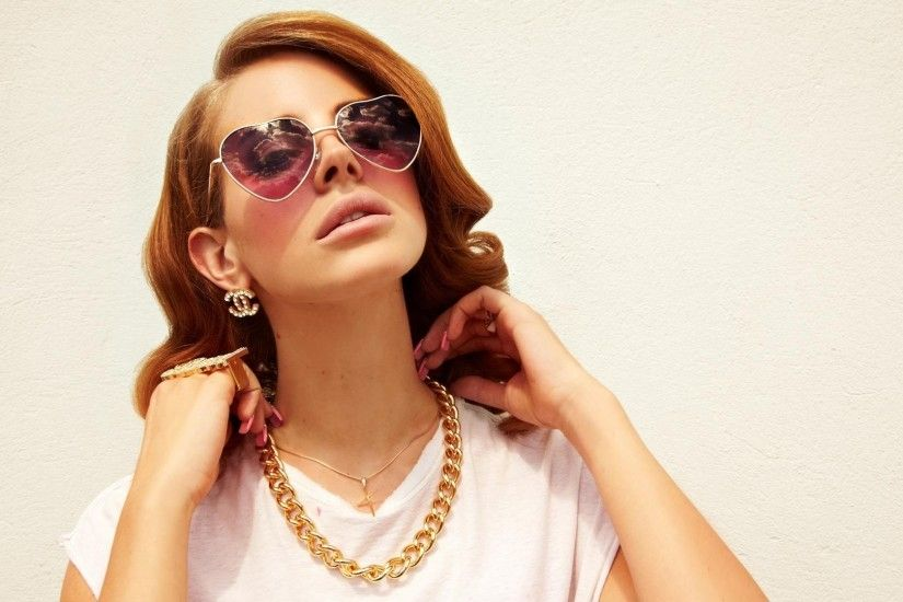 1920x1080 Wallpaper lana del rey, girl, glasses, jewerly, hands