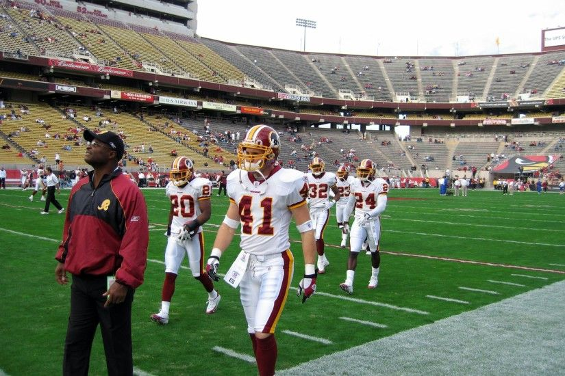2005_Redskins_on_the_field
