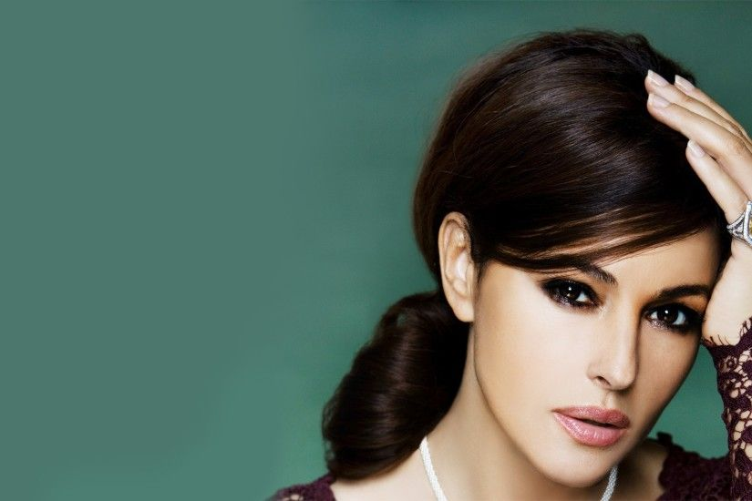 Monica Bellucci Wallpaper 32926