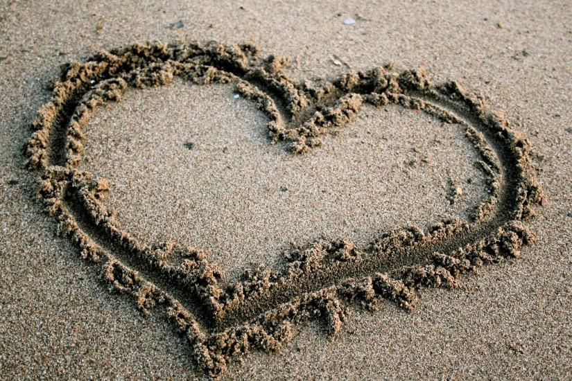 Beach Love Heart Free Wallpaper