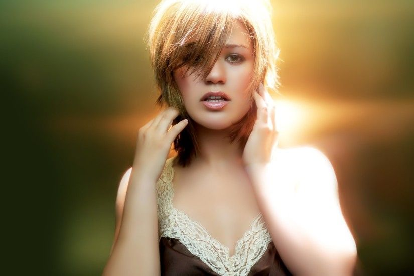 Kelly-Clarkson-Hot-Singer-Widescreen-HD-Wallpaper