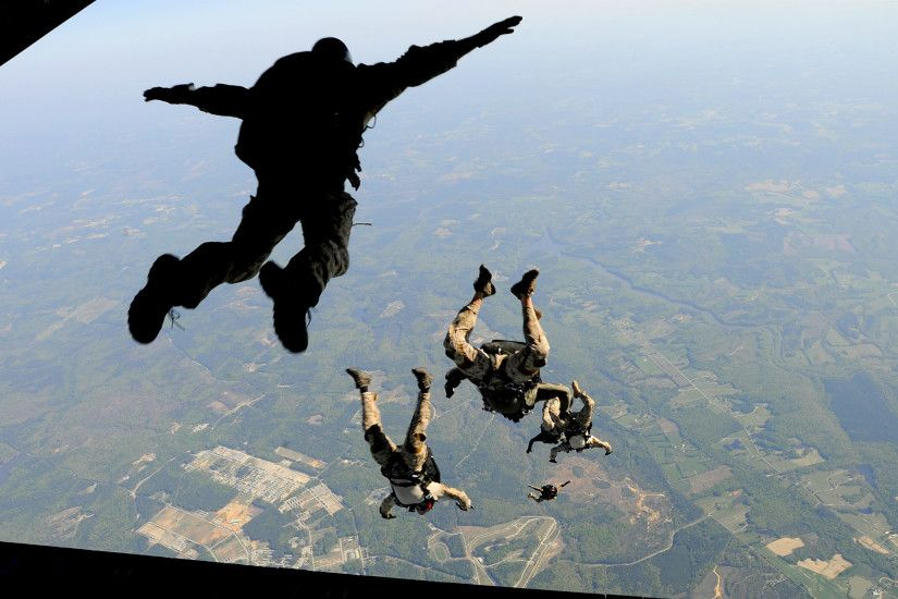 Military - Soldier Skydiving Airplane Wallpaper