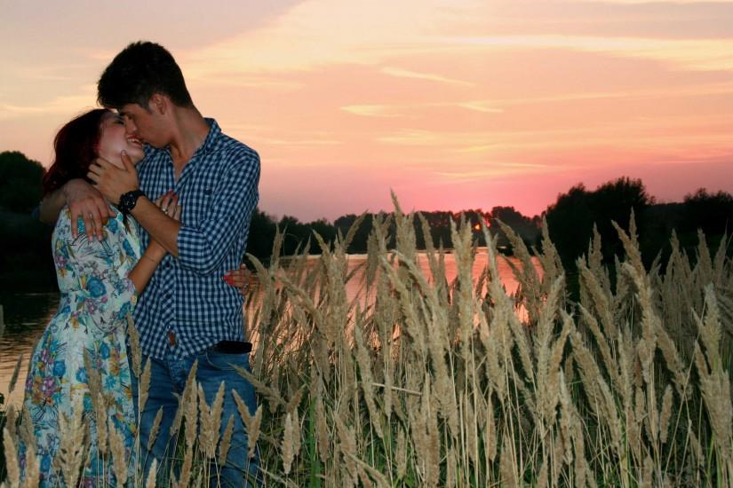 hd Kissing Pictures Of love Couple