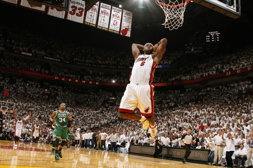 Background of Lebron James the dunk