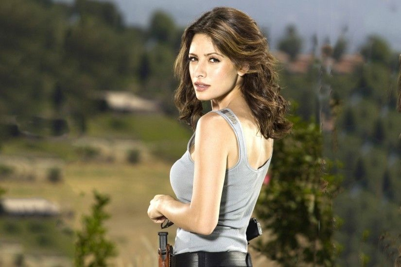 Sarah Shahi HD Wallpapers Free Download in High Quality .