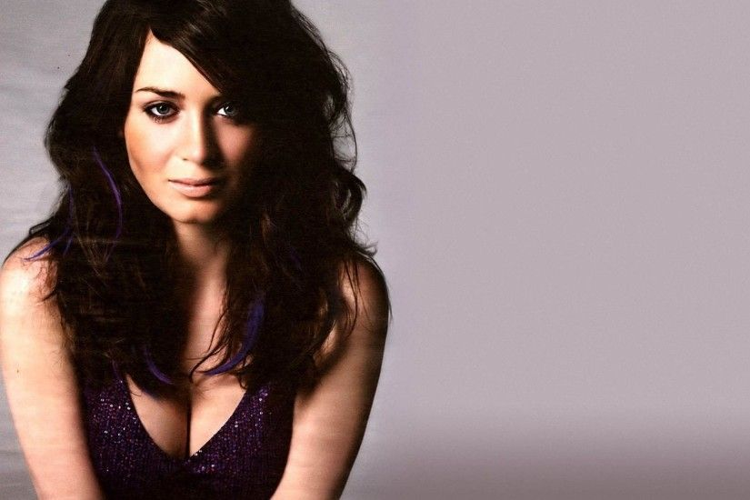 Emily Blunt, Cleavage Wallpapers HD