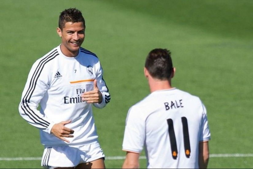 Gareth Bale taunted Cristiano Ronaldo at his first training in Real Madrid  - YouTube