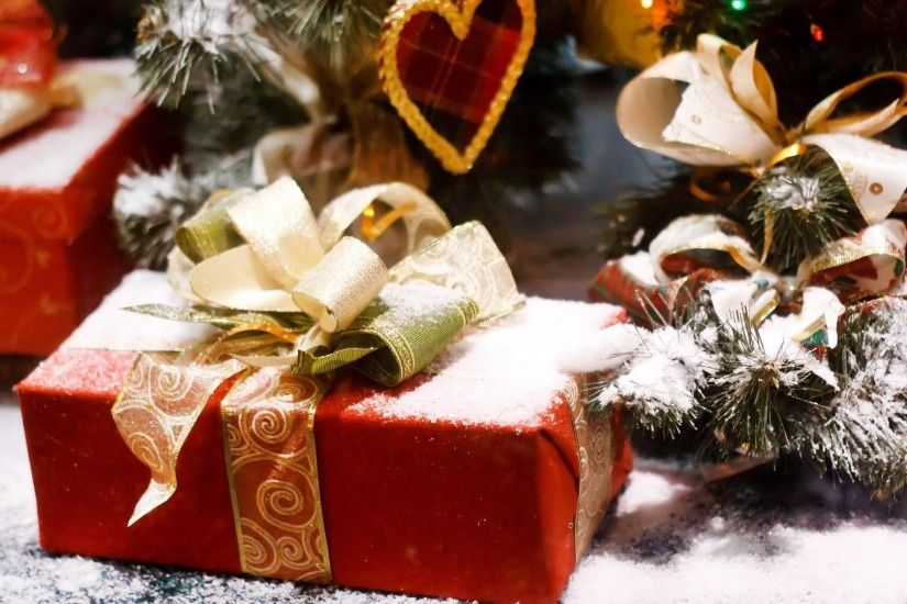 Christmas gifts under tree HD wallpaper