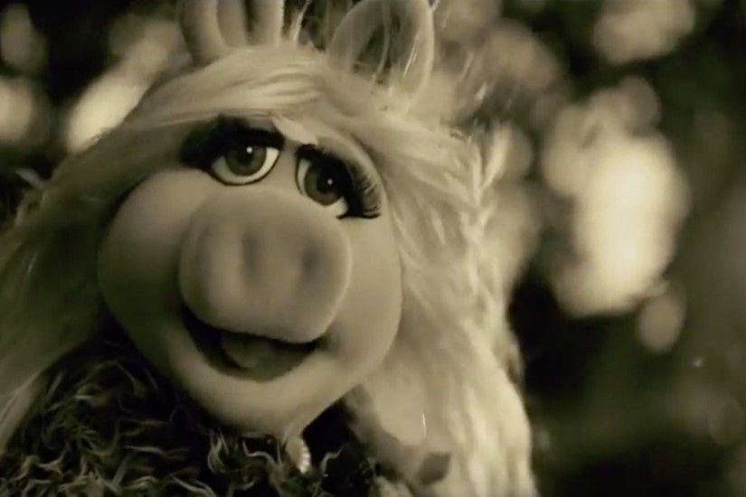Will Miss Piggy's rendition of 'Hello' be enough to win Kermie back?