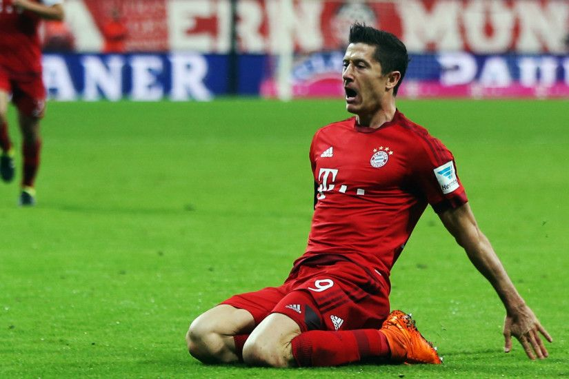 Bayern Munich Robert Lewandowski Sitting On Ground