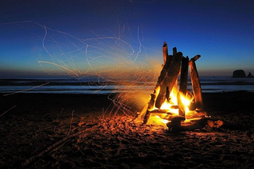 1920x1440 Beach campfire night Wallpaper