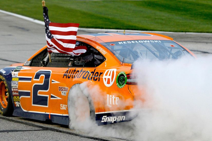 Brad Keselowski races to Monster Energy Cup win after Kevin Harvick is  penalized on pit road - LA Times