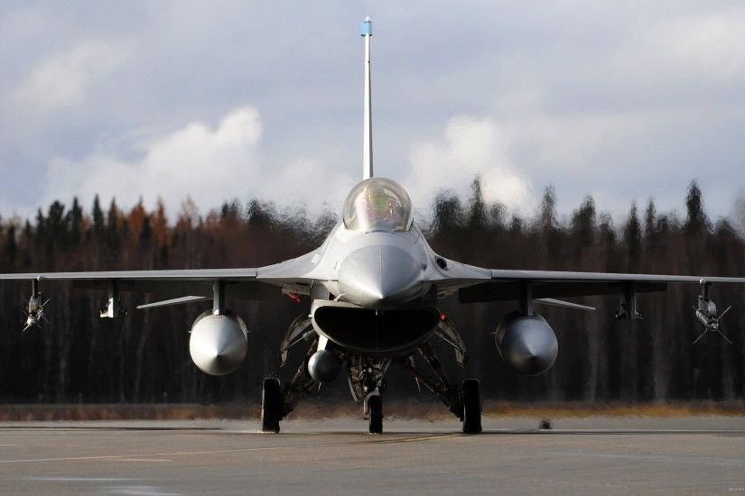 F-16 Fighting Falcon At Runway Front View for 2560x1440