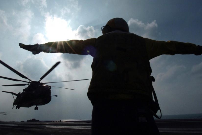 ... navy wallpaper 4 US serviceman signals helicopter at the Gulf south of  Iraq ...