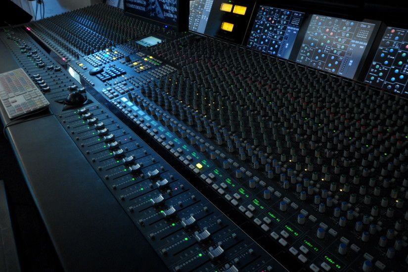 The accompanying is a rundown of vital highlights to search for when  picking a quality recording studio:
