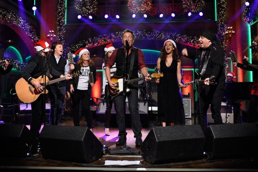 Watch Bruce Springsteen and the E Street Band: Santa Claus Is Comin' to  Town From Saturday Night Live - NBC.com