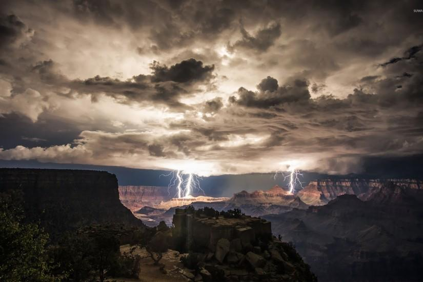 Lightning strikes in the Grand Canyon wallpaper