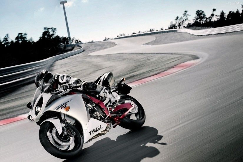 Yamaha R1 Wallpapers & Pictures