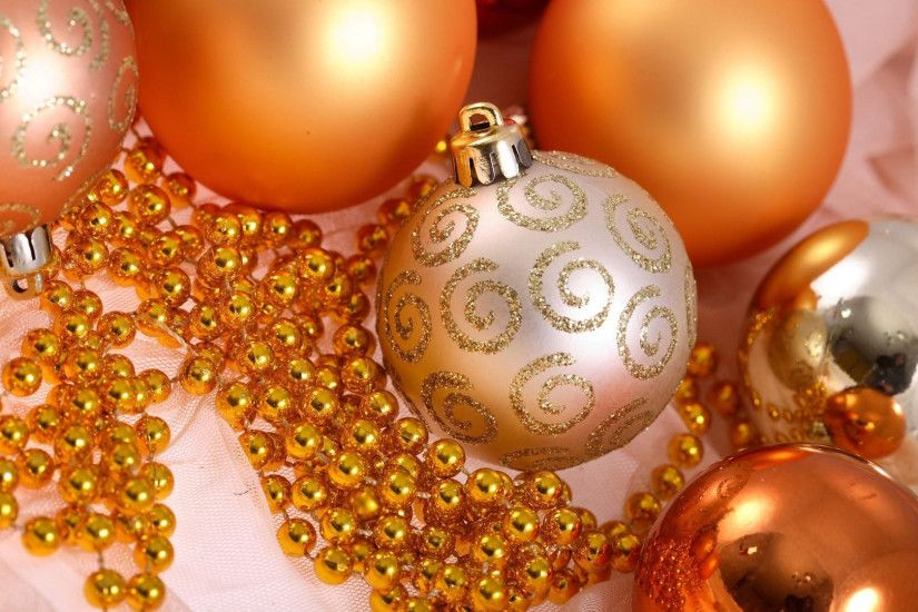 1920x1080 Wallpaper christmas decorations, balloons, glitter, gold, beads,  close-up
