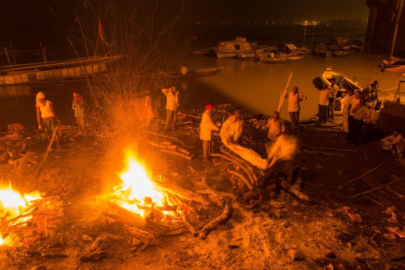 Picture of a funeral pyre in Varanasi, India
