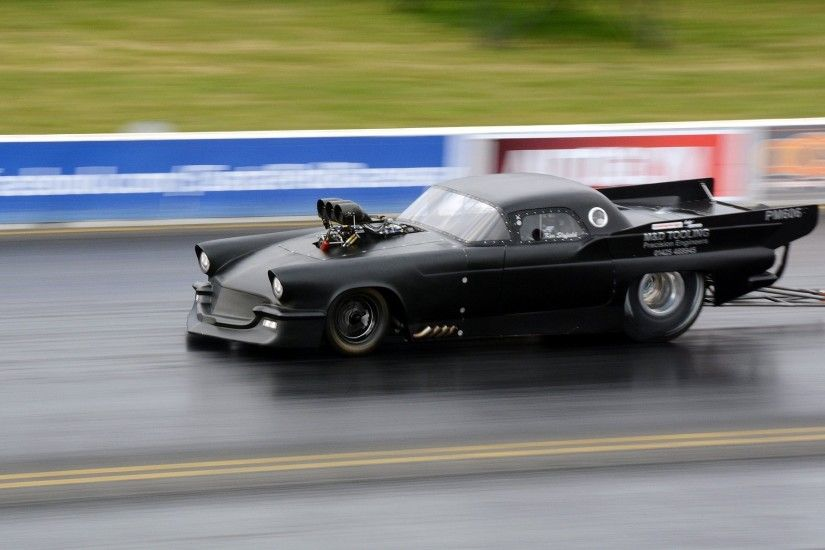 muscle car drag racing race track style