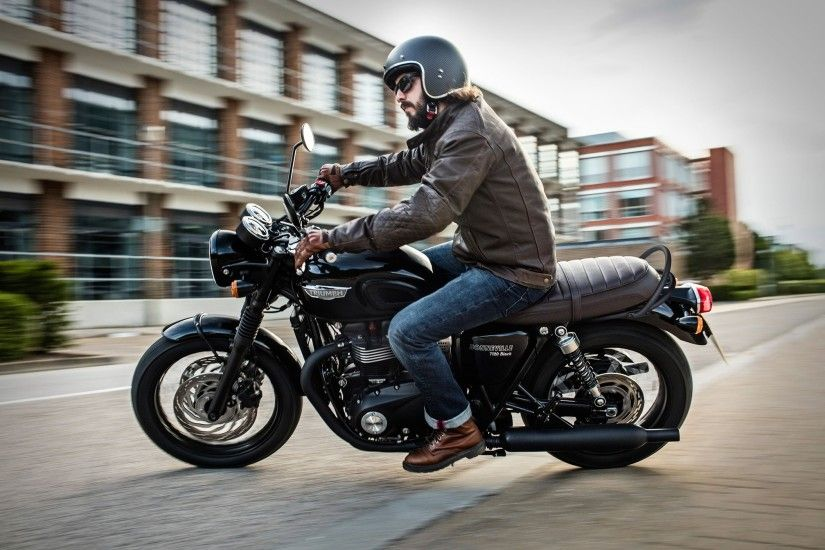 The new water-cooled Triumph Bonneville Black.