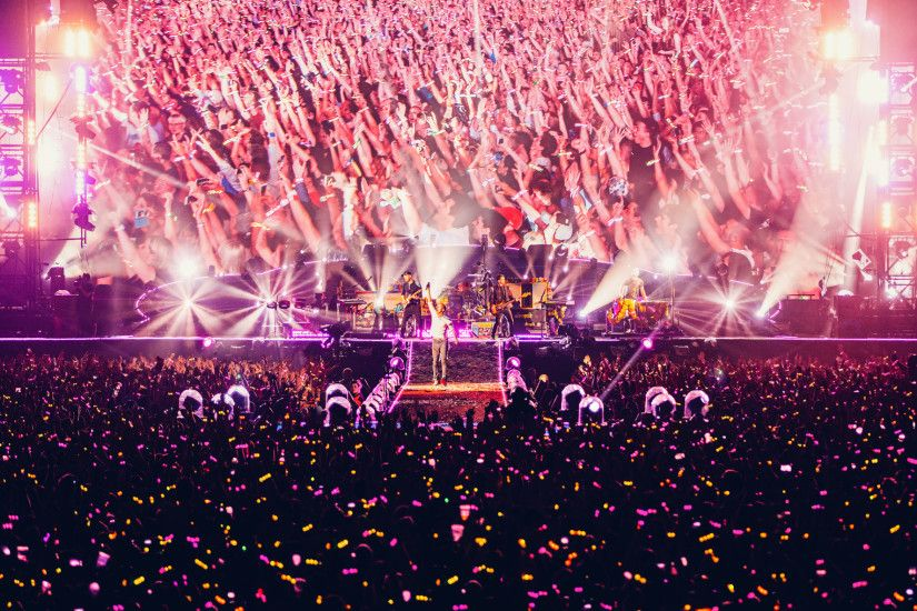LED Wristbands Launched On Coldplay's Mylo Xyloto tour A Head Full of  Dreams Coldplay Tour is Lighting Up Audiences With LED Wristbands ...