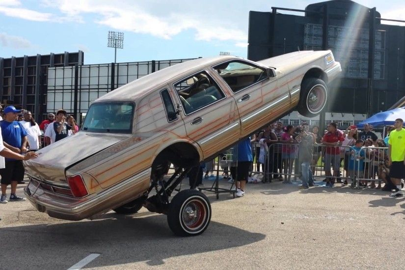 Lincoln Town Car Lowrider Hopping
