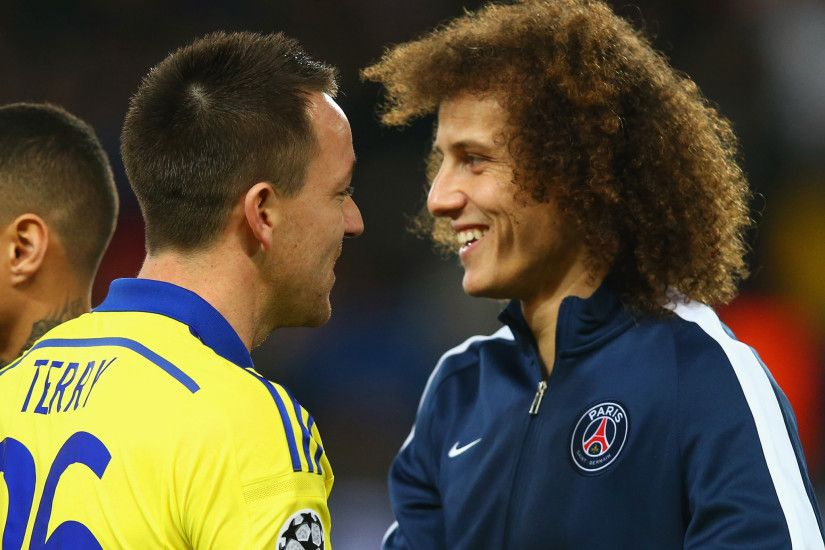 David Luiz cheats the vanishing spray to help Zlatan Ibramovic take a  free-kick during PSG vs Chelsea | The Independent